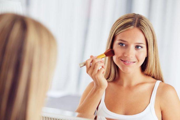 Perfekcyjny makijaż kosmetykami mineralnymi w czterech krokach. Przekonaj się, że to możliwe i bardzo łatwe!