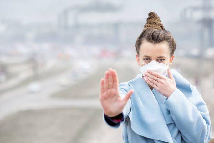 Uwaga smog! Jak pomóc skórze narażonej na działanie smogu?